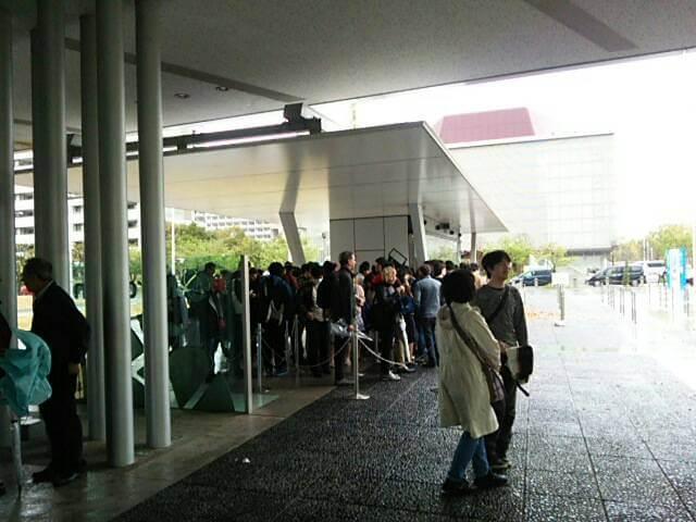 科学未来館のチケット売り場の行列
